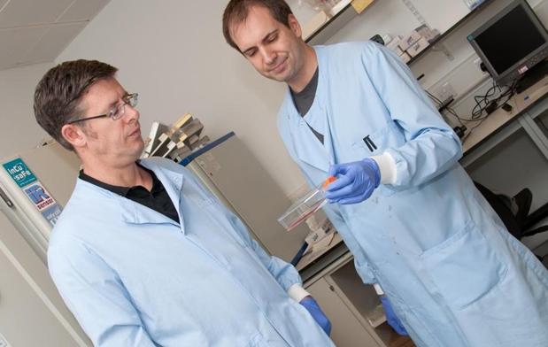 Heiko Wurdak mit Kollegen in seinem Labor an der Universität Leeds.